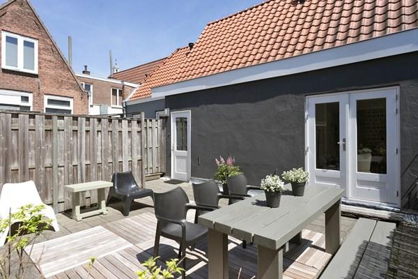 Moderne starters woning in hartje Gorinchem met groot zonnig terras. Hier zit je in alle bedrijvigheid van het gezellige Gorinchem, maar toch vind je hier ook alle rust in deze knusse woning,