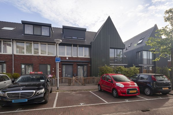 Sold subject to conditions: N. Lansdorpstraat 11, 1022 KB Amsterdam