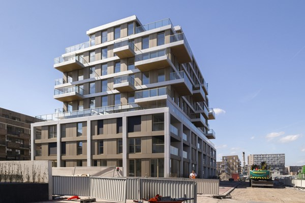 Sold subject to conditions: Eef Kamerbeekstraat 546, 1095 MP Amsterdam