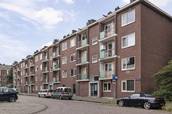 Sold subject to conditions: Schoorlstraat 49, 1024 PP Amsterdam