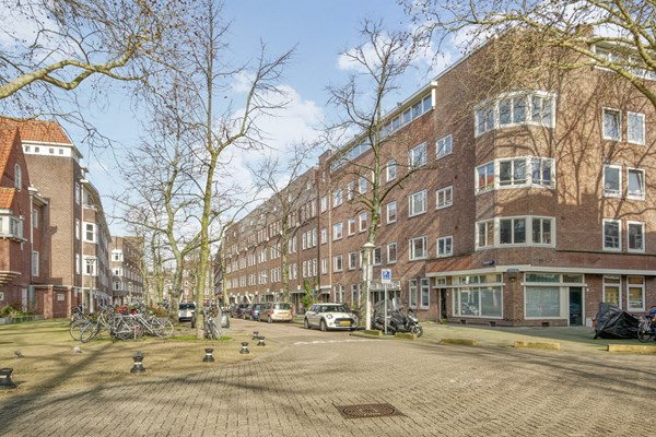 Sold subject to conditions: Crynssenstraat 32huis, 1058 XW Amsterdam