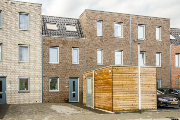 Sold subject to conditions: Jakop Slegthof 24, 1384 AC Weesp
