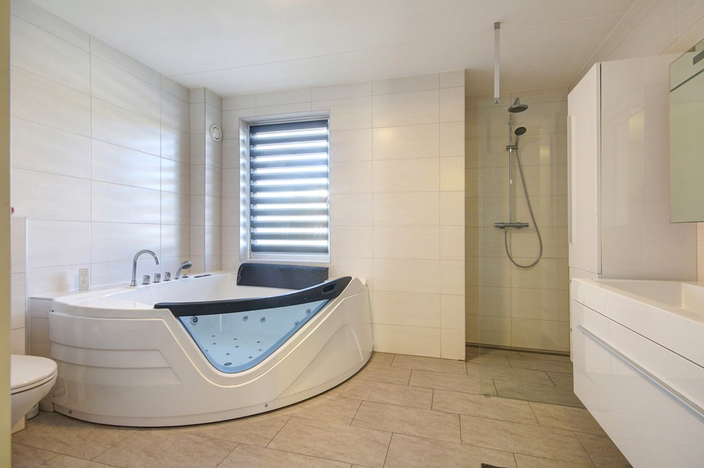 Complete Badkamer Almere : Zu kaufen anzarstraat rk almere era van de steege
