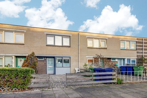 Sold subject to conditions: Moessorgskystraat 17, 1323 PN Almere