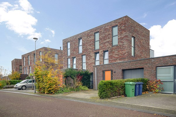 Sold subject to conditions: Roald Amundsenstraat 27, 1363 KH Almere