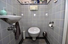 10_7621gc_28_toilet