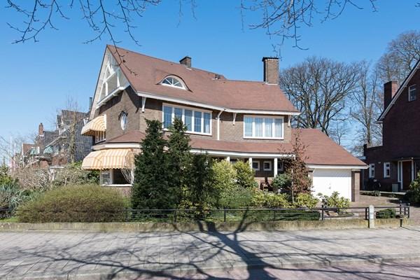 Te koop: Villa De Beuk, een aantrekkelijke, riante vrijstaande jaren-30-villa, hier schuilen geweldige historische verhalen.