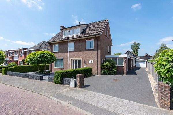 Te koop: Riant en statig vrijstaand woonhuis op een royale kavel van maar liefst 795 m2 met riante garage, (voormalige) inpandige praktijkruimte van ca. 80 m2
