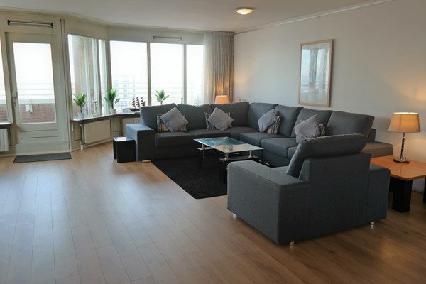 For rent: Lovely 3 bedroom apartment with parking located in the heart of Scheveningen.