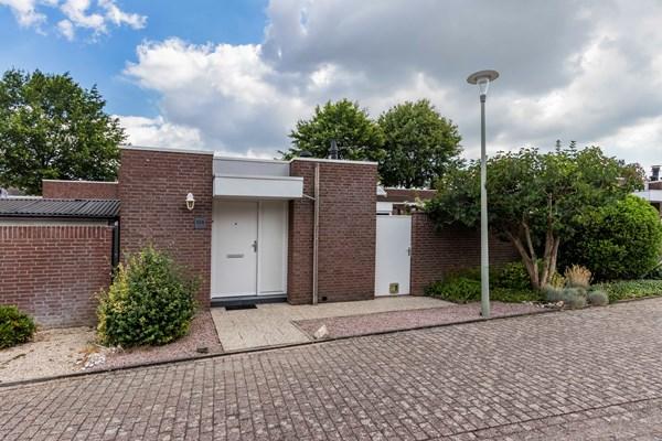 Te koop: Rustig gelegen, geschakelde bungalow met garage