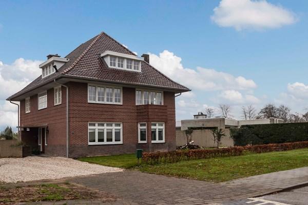 Te koop: Unieke, volledig gerenoveerde jaren-30 woning met hoog afwerkingsniveau op een rustige, groene locatie.