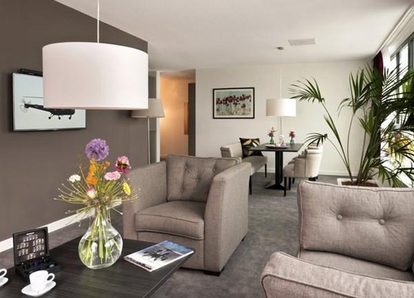 Te huur: Zeer sfeervolle Kamers en Suites met grandioos uitzicht over het vliegveld en de skyline van Rotterdam!