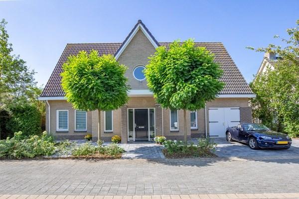Te koop: Grote vrijstaande villa in de Oostvaardersbuurt