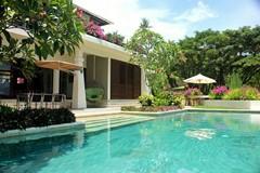 04 Villa Cantik swimmingpool.jpg