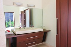 12 Villa Cantik bathroom.jpg