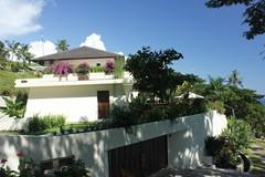35 Villa Cantik carport.jpg