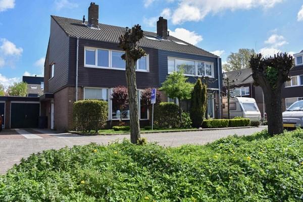 Aardbeiencroft 10, Beverwijk