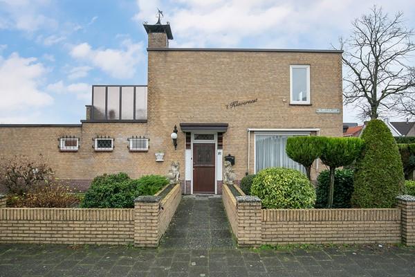 Te koop: Zeer ruime woning geschikt te maken voor dubbele bewoning of drie ruime appartementen.