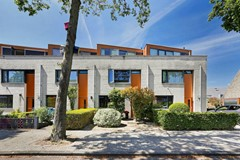 Sold subject to conditions: Prachtige tussenwoning met 4 slaapkamers en luxe moderne keuken!