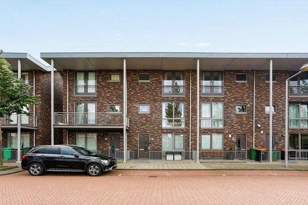 Stijlvolle bouw - luxe keuken - 5 slaapkamers - 2 badkamers - centrale locatie