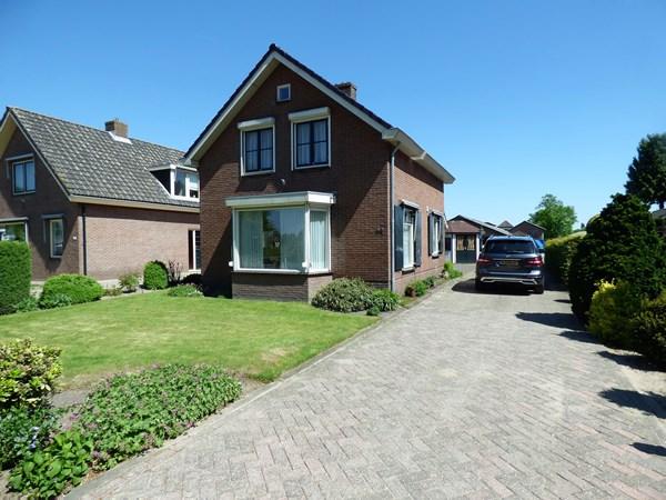 Te koop: Karakteristieke vrijstaande woning met aangebouwde garage en kleurrijke tuin.  Totale perceeloppervlakte: 2.675 m2.