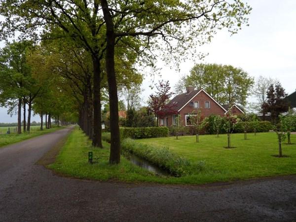 Te koop: Paardenbedrijf met vrijstaande woning op een mooie landelijke locatie tussen Zwolle en Ommen, uitstekend geschikt voor de professionele paardenhouder.