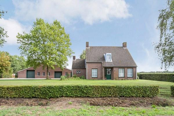 Te koop: Vrijstaand woonhuis met schuur (caravanstalling, opp circa 1.300 m2) op een perc.opp. van circa 7.500 m2 en uit te breiden met landbouwgrond tot 08.57.60 ha.
