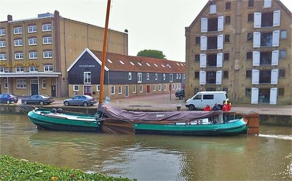 Te koop/huur: Sfeervolle werkomgeving op een unieke zichtlocatie aan het van Harinxmakanaal in Franeker.