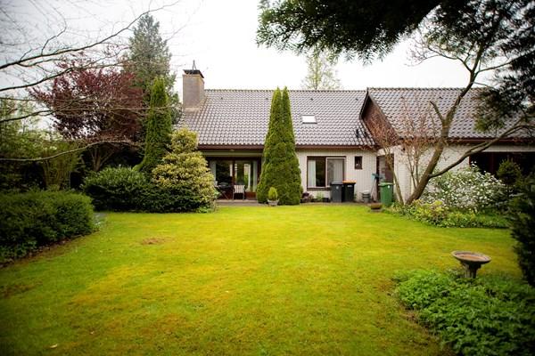 Te koop: Grote semi-bungalow met garage op een kavel van 793 m2!